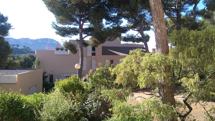 1 room in a flat near the sea side- Cassis 13260-