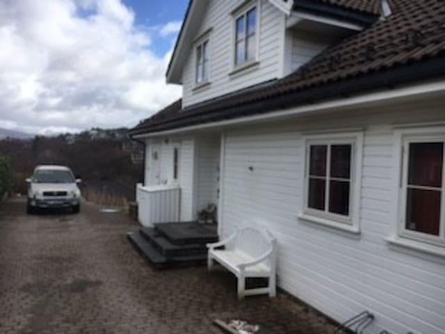 Town house near Flesland airport - Bergen - Casa