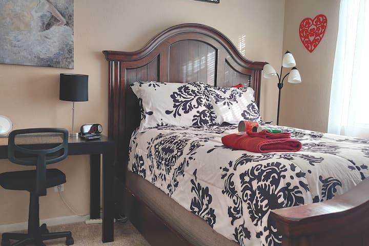 Cozy Cedar Bedroom #1 w/Shared Bath & Laundry