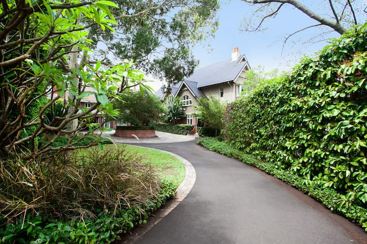 Manor House in Neutral Bay