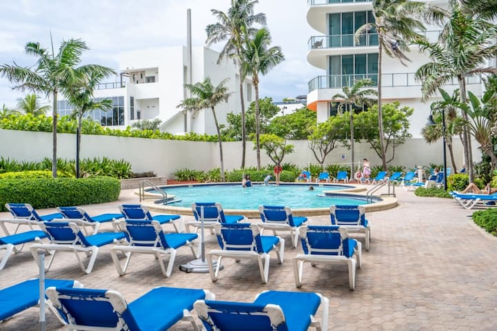 Stunning Sian Beach 2/2 for 9 Guests Pool
