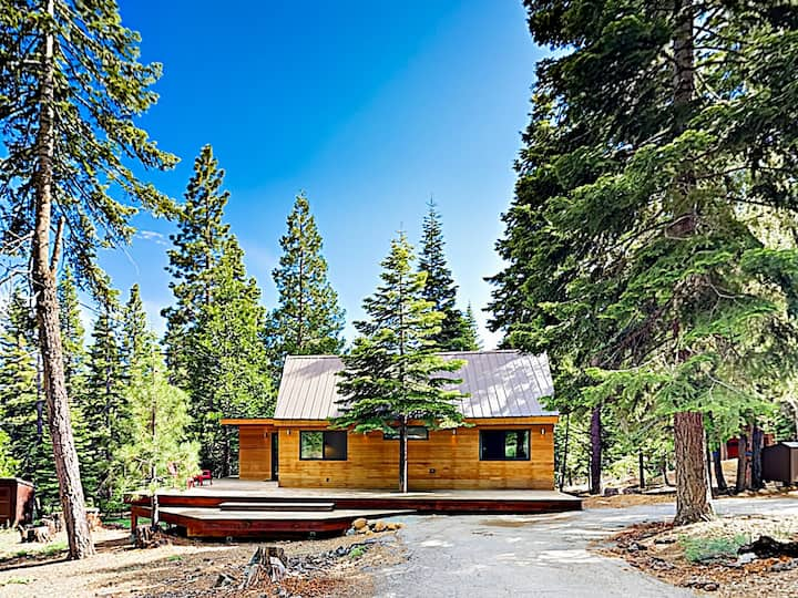 Modern Wooded Oasis w/ Hot Tub, Walk to Beach!