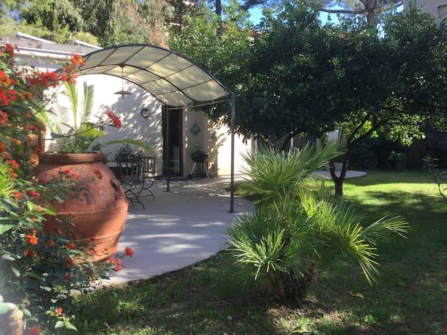 """""""La Nana"""" - villetta con giardino a 20 mt dal mare"""