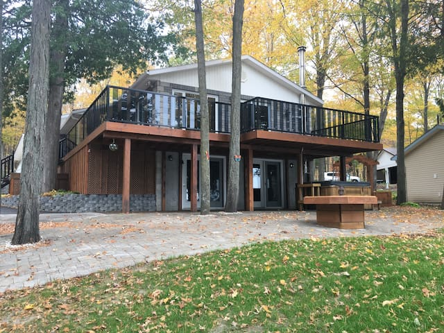 Relaxing lake house getaway in the Ottawa Valley