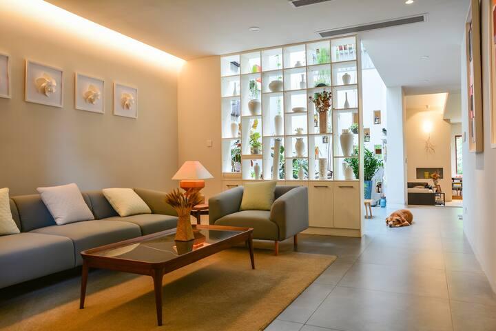 Single Triple Villa(1500 sq m  prefer long rent)