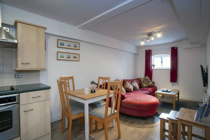 The Maltings- Flat in St Dunstans close to Uni of Kent &  West Station