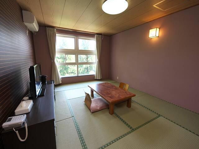 周りには箱根の自然に囲まれた落ち着いた部屋でゆっくり水いらずの時間♪