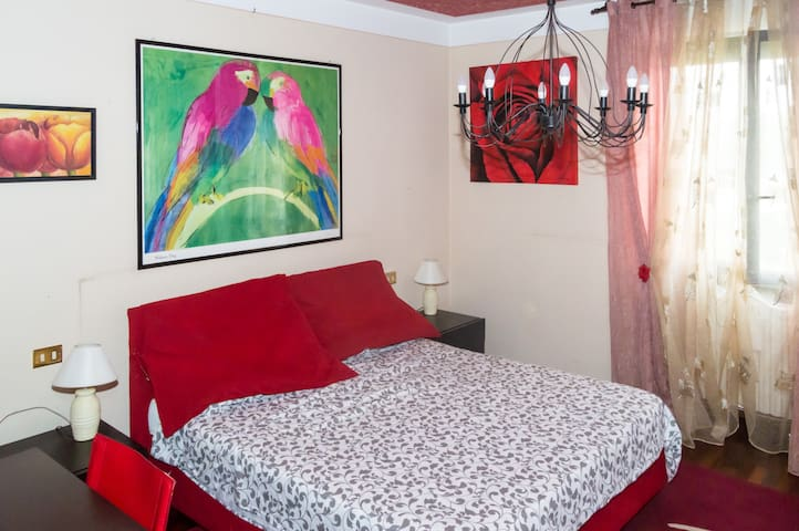 Casa Piramis Red Room