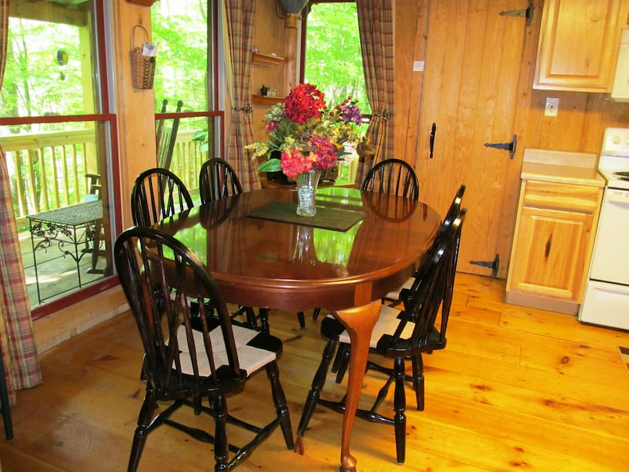 Dining area seats 6 and is convenient to the kitchen.