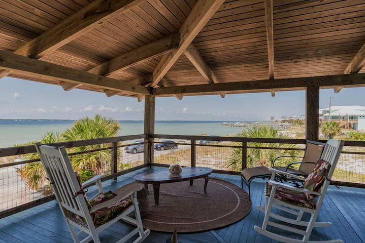 Charming 4 bedroom cottage facing Sound sleeps 11. - Gulf Breeze