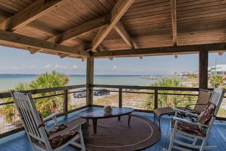 Charming 4 bedroom cottage facing Sound sleeps 11. - Gulf Breeze - บ้าน