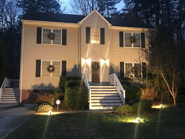 Spacious home for family to enjoy - 5 min from LU.
