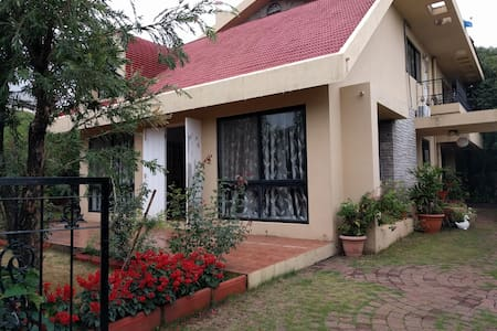Villa No.7 with Huge Garden Close to Le Meridian - Mahabaleshwar