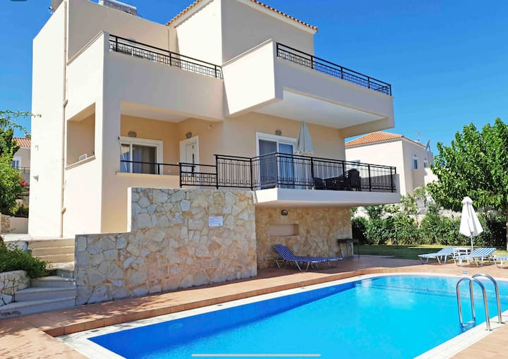 selini villa with pool,(10 min walk from beach)