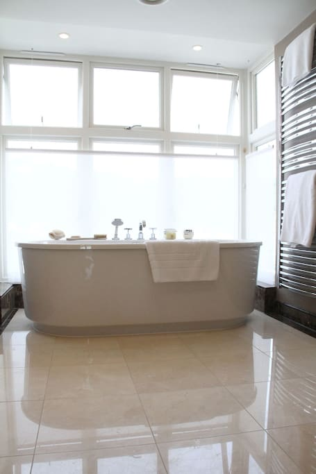 En-suite bathroom with views of the river