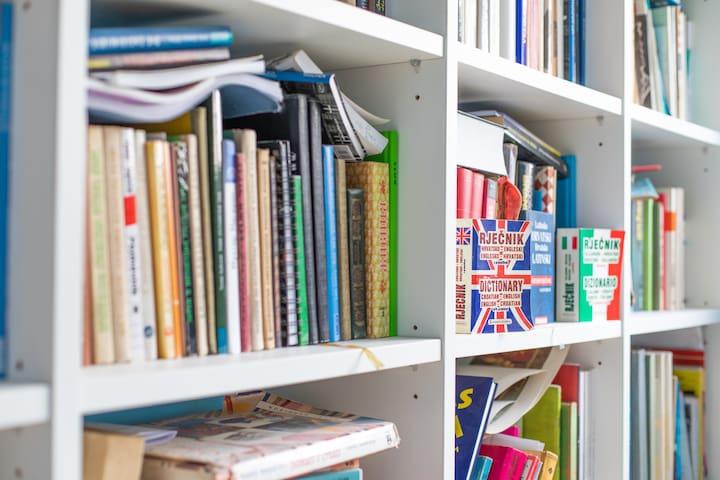 Bookshelf details