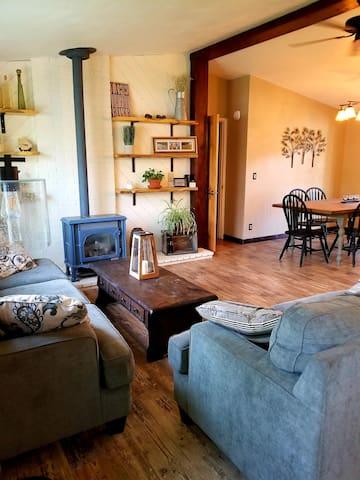 Riverside Retreat, 3 bedroom, 2 bath home