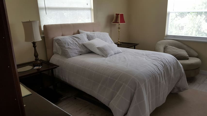 Comfortable bedroom with queen bed near the Drive