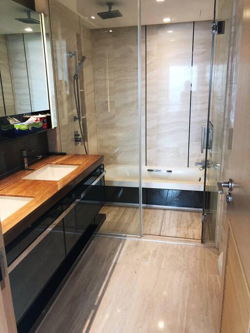 主臥室衛浴1 Washing Room
