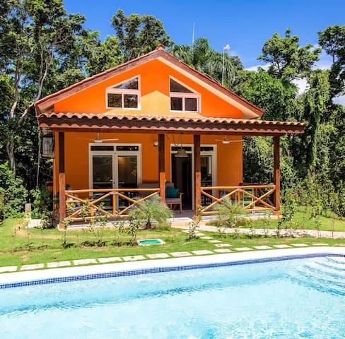 Villa Loma-retreat with jacuzzi near quiet beach