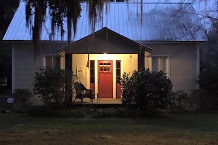 Like new w/old-world charm cottage - Darien