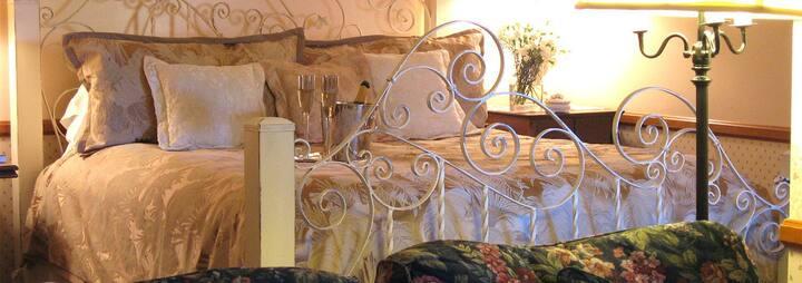 Country  Room @ Adobe Village Inn