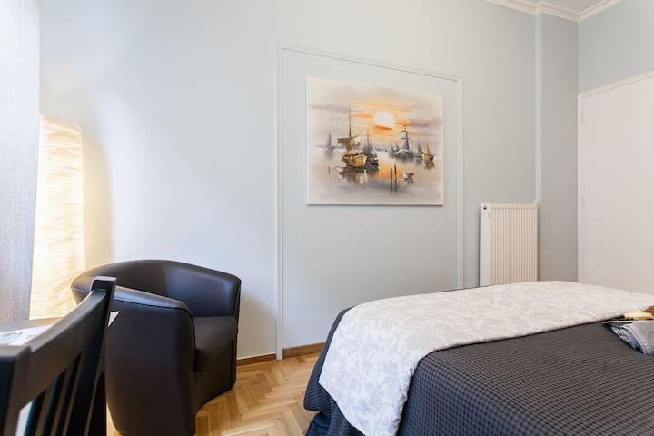 """""""Very clean and comfortable room. Vaki/Mike/Tia provided a lot of useful information to get around. Recommended!""""- Wai En, summer 2017"""