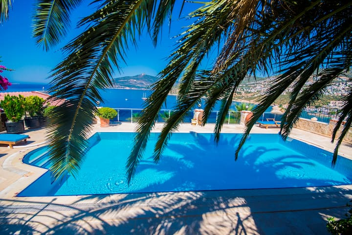 Villa for 7, Secluded Heated Pool,  very Near Sea