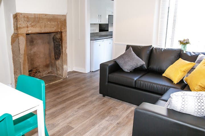 Stylish 3 bed house, short walk to city centre.