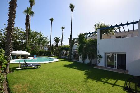 Villa de prestige vue sur mer avec piscine à Cabo - Cabo Negro - Casa de camp