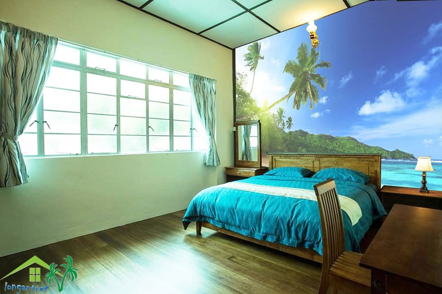 1. 8*2.0 Big double bed, spacious room, nice view outside.