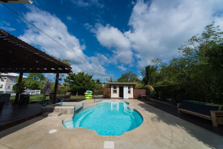 5 Bedroom FUN Home,  private pool close to Beach