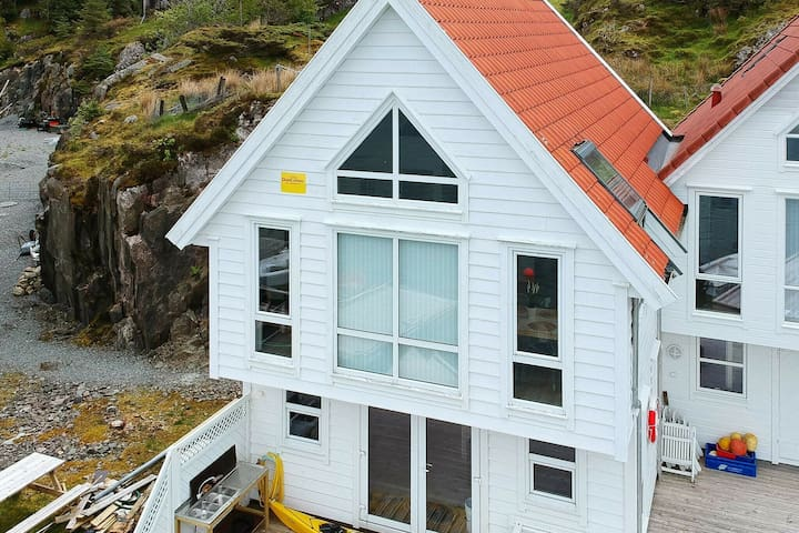 6 person holiday home in Urangsvåg
