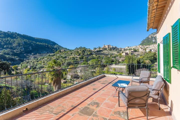 CASA MIRANDA - Chalet with terrace in Valldemosa. Free WiFi