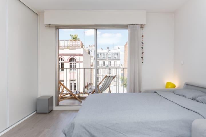 Studio lumineux avec balcon à Montmartre!