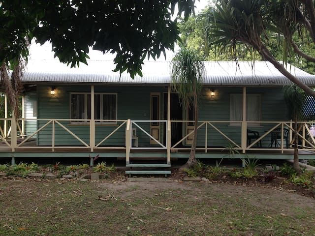 Cute cottage in quiet area of Wynnum West