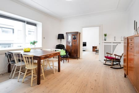 Aarhus citycenter, downtown location, quiet street