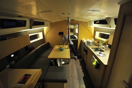 Sleep aboard a luxury yacht - Limanu