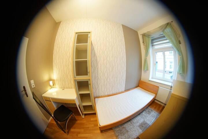 Möbliertes Zimmer in Elbradweg-Nähe