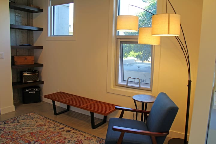 Front entrance sitting area with lots of natural light and a third floor view down to the street.