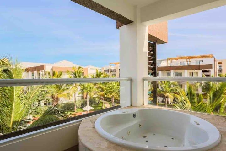 K303 Punta Cana Beach Apt Jacuzzi! Ocean View Slp6