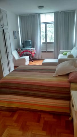 A nice and quiet comfortable flat in Petropolis