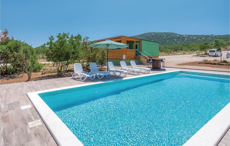 Holiday cottage with 2 bedrooms on 35m² in Tisno