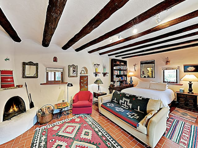 Downtown Casita -- Charming & Recently Renovated