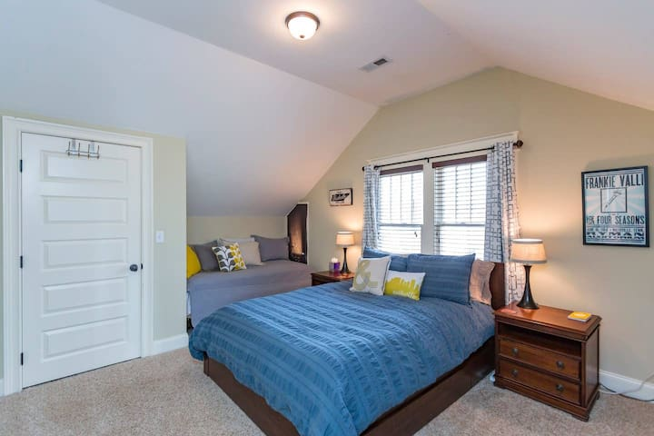 Eastside Haven w/ Kitchenette, 3 Miles to Downtown