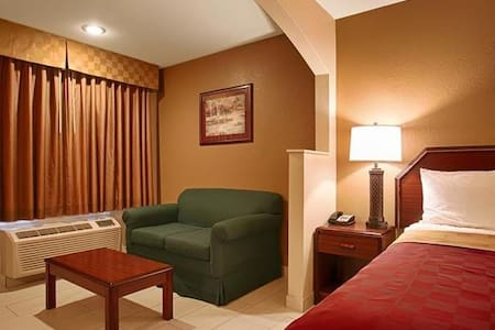 Delightful Room Double Bed At Kilgore