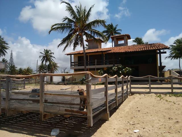 Excelente casa, de frente para o mar
