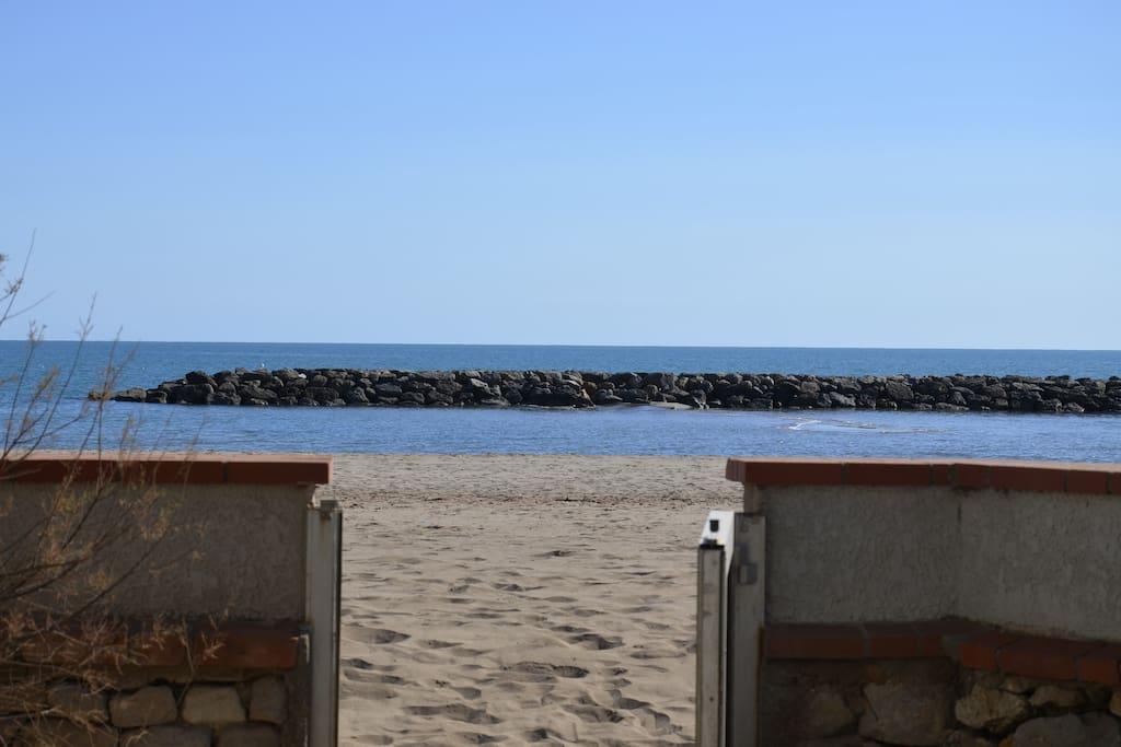 Accès plage depuis terrassé par un portillon