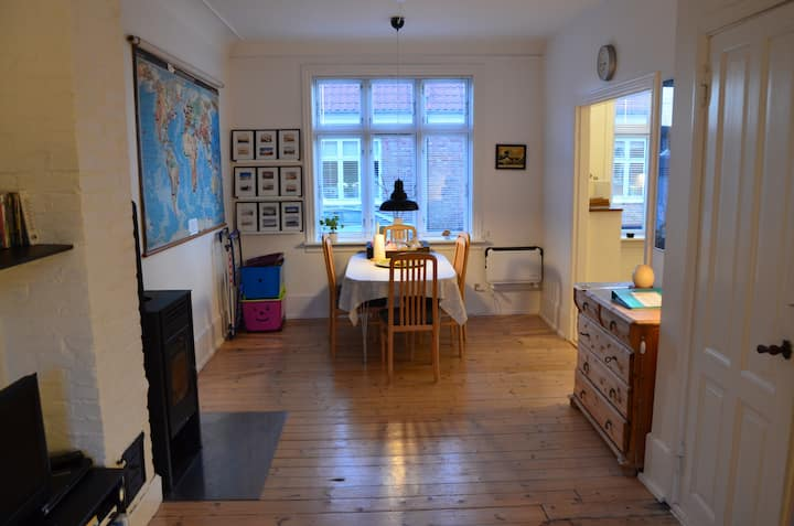 Charmerende byhus, centralt!  Charming town house.