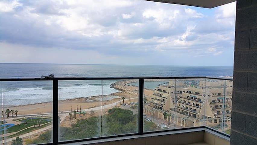 LUXURY APPT SEA VIEW ASHKELON FRONT BEACH FOR 6